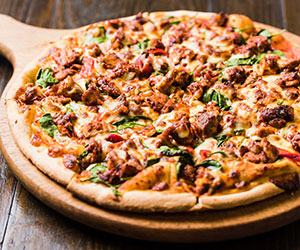 Tandoori chicken pizza thumbnail