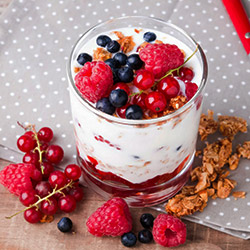 Red berry, yoghurt and muesli cups thumbnail