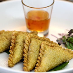Vegetarian curry puffs thumbnail
