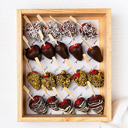 Chocolate dipped strawberries thumbnail