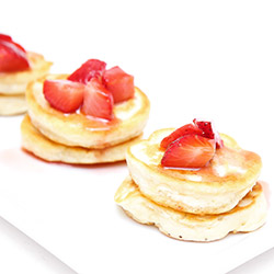 Mini pancakes with berries thumbnail