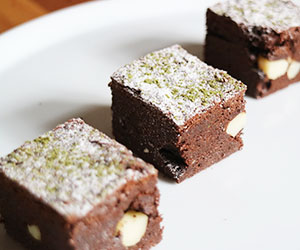 Dark chocolate and macadamia brownie thumbnail