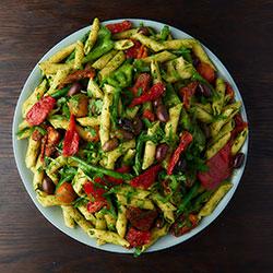 Pesto pasta salad thumbnail