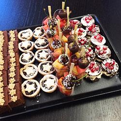 Christmas dessert platter thumbnail
