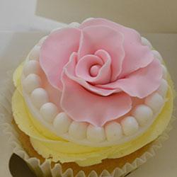 Pink flower cupcakes thumbnail