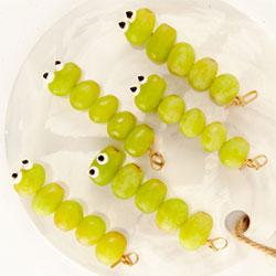Grape worms thumbnail