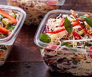 Rice noodles with cabbage, carrot, capsicum thumbnail