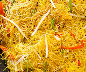 Vegetarian Singapore noodles thumbnail