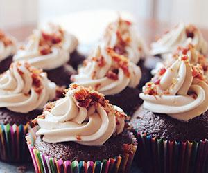 Red velvet, chocolate and vanilla cupcake - mini thumbnail