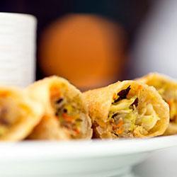 Crispy Thai vegetable spring rolls thumbnail
