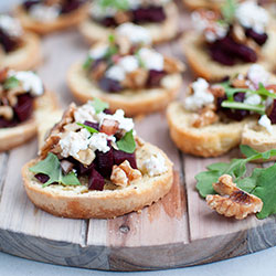 Crostinis with beetroot, goat cheese and almond thumbnail