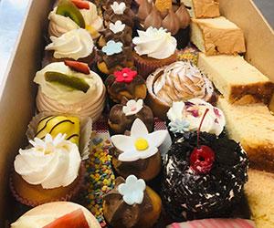 Mini cakes platter thumbnail