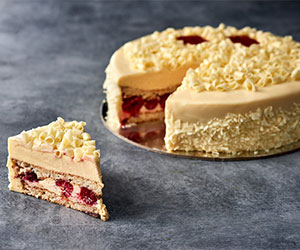 Vanilla sponge and raspberry cake thumbnail