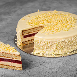 Vanilla sponge and raspberry cake thumbnail