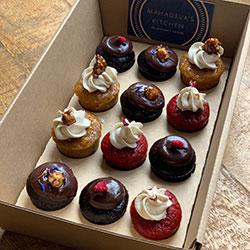 Petit four cakes box thumbnail