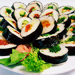 Assorted sushi rounds thumbnail