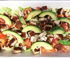 Crispy chicken and avocado salad thumbnail