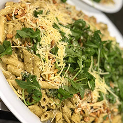 Creamy pesto pasta salad thumbnail