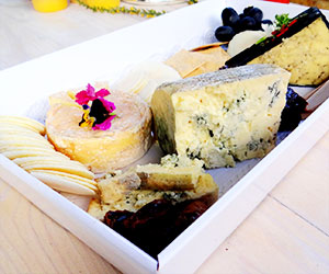 Gourmet International cheese platter thumbnail