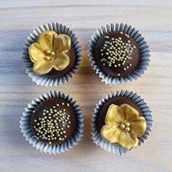 Custom chocolate mud cake balls thumbnail