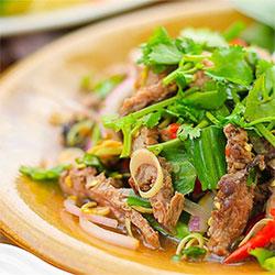 Thai beef salad with Asian greens thumbnail