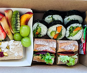 Vegan lunch box A thumbnail