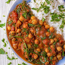 Spinach and chickpea curry thumbnail