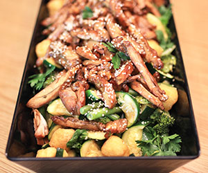 Teriyaki chicken and broccoli salad thumbnail