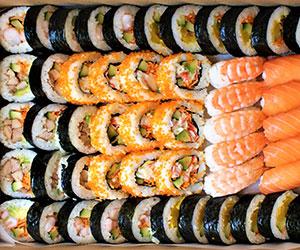 Mixed Nigiri and sushi platter thumbnail