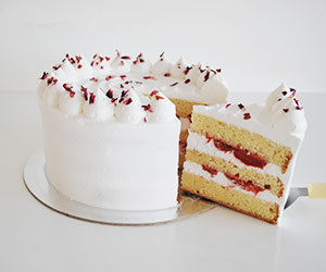 Strawberries and cream cake thumbnail