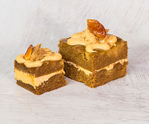 Gingerbread, caramel and apple cake thumbnail