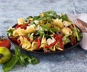 Fusilli pesto pasta salad thumbnail