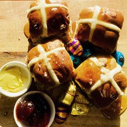 Premium hot cross buns thumbnail